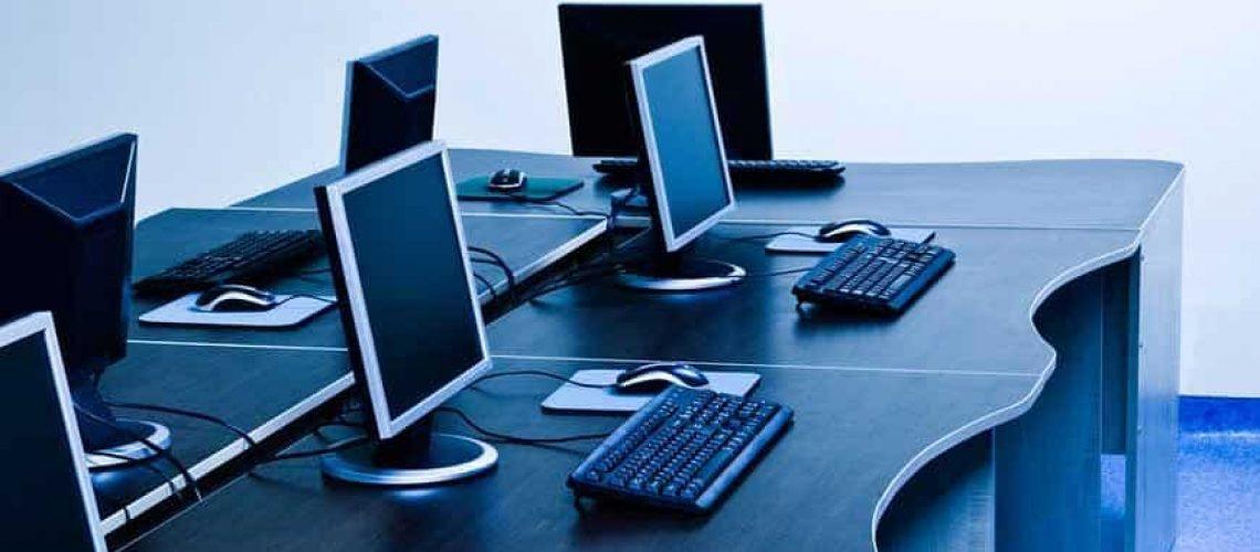 UPs energía in IT office